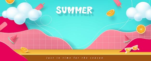 Banner di saldi estivi colorati con esposizione del prodotto