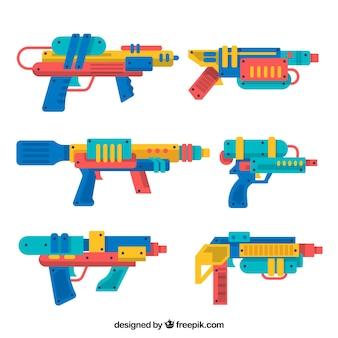 Collezione di pistole d'acqua colorate in stile piano Vettore Premium