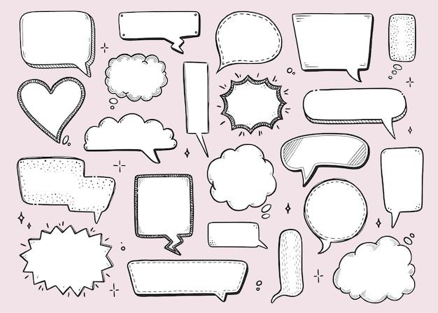 Fumetto comico con forma rotonda, stella, nuvola. stile doodle schizzo disegnato a mano. illustrazione vettoriale chat bolla discorso, elemento messaggio per testo preventivo.