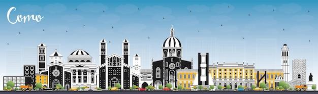 Orizzonte della città di como italia con edifici di colore e cielo blu. paesaggio urbano di como con punti di riferimento.