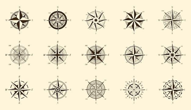 Bussola impostata. misura della direzione nord e sud su etichette di incisione isolate, icone di viaggio disegnate a mano di vettore rosa dei venti