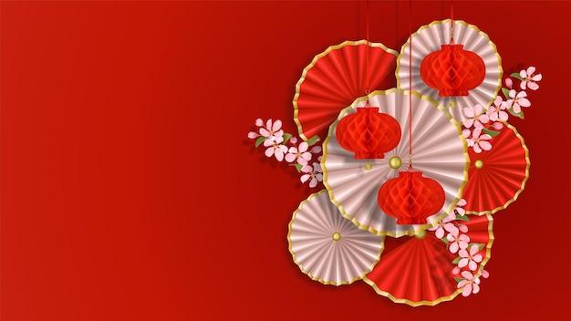 Composizione con ventagli e lanterne di fiori di carta sakura decorazioni natalizie in stile asiatico