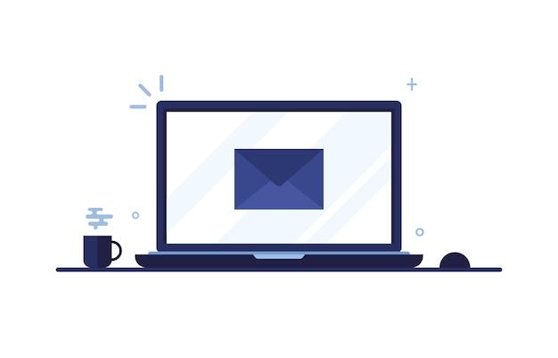 Schermo del computer portatile con lettera o messaggio in busta inviata tramite posta elettronica su sfondo bianco