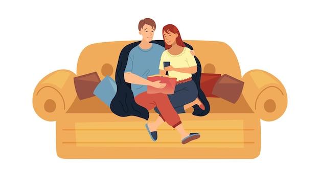Concetto di svago familiare. coppia felice uomo e donna sono seduti sul divano accogliente insieme, abbracciati. i personaggi riposano, leggono il libro a casa, si divertono. illustrazione di vettore piatto del fumetto.