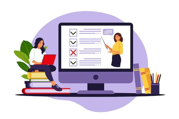 Concetto di esame online su internet. donna che si siede vicino al sondaggio in linea del modulo sul computer portatile.