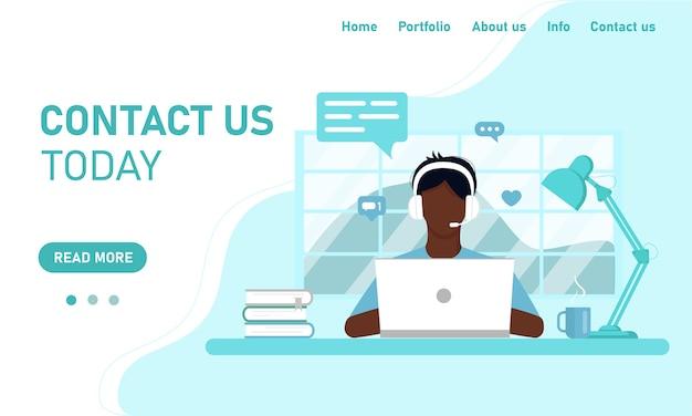 Modello di concetto per il sito web e il supporto del servizio clienti di chat banner. il ragazzo che l'operatore africano al laptop lavora dall'ufficio domestico, formazione online. stile piatto, design