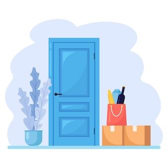 Consegna senza contatto durante il coronavirus. sacco di carta con ordine di generi alimentari, scatola di cartone, pacco vicino alla porta.