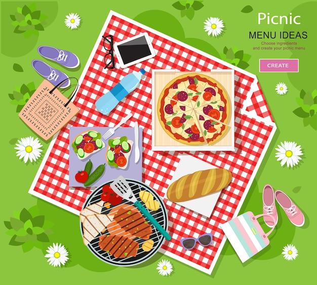 Bella grafica di picnic per le vacanze estive con barbecue, pizza, panini, pane fresco, verdure e bottiglia d'acqua disposte su un panno a quadri rosso e bianco.