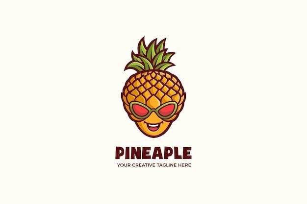 Modello di logo del personaggio mascotte estiva con ananas fresco