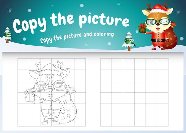 Copia l'immagine del gioco per bambini e la pagina da colorare con un cervo carino usando il costume di babbo natale