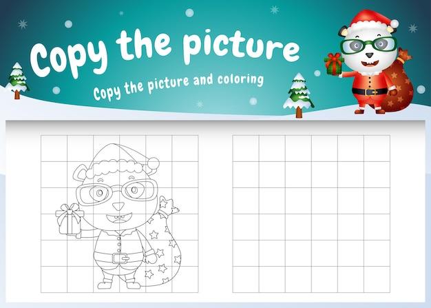 Copia l'immagine del gioco per bambini e la pagina da colorare con un simpatico panda usando il costume di babbo natale