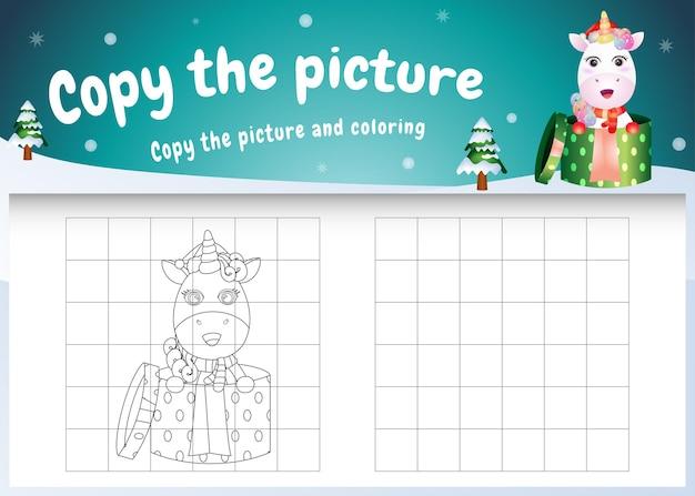 Copia l'immagine del gioco per bambini e la pagina da colorare con un unicorno carino usando il costume di natale