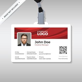 Modello di carta d'identità aziendale con sfondo rosso curva