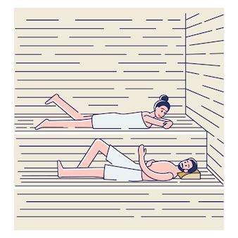 Coppia fare il bagno in sauna o banya. uomo felice e donna in asciugamani che si rilassano nella spa