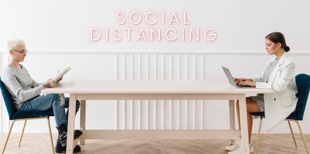 Coppia distanziamento sociale a casa vettore