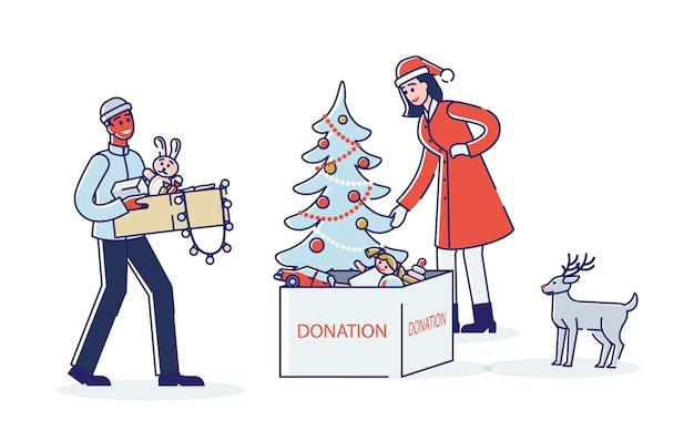 Coppia di volontari che danno giocattoli per donazioni natalizie e doni di beneficenza per bambini poveri