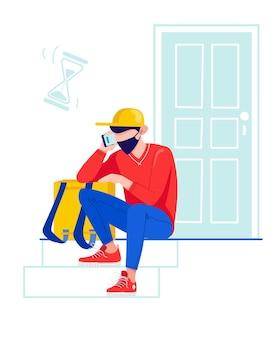 Il corriere si siede vicino alla porta in attesa dei clienti il fattorino sta aspettando difficoltà