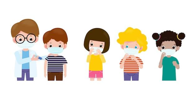 Covid19 o vaccino contro il coronavirus. vaccinazione dei bambini con la siringa della tenuta del pediatra il dottore tiene una vaccinazione per iniezione bambini