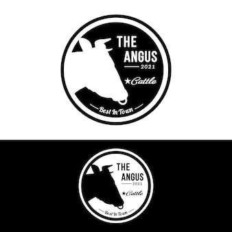 Mucca angus manzo emblema etichetta bovini logo design vector