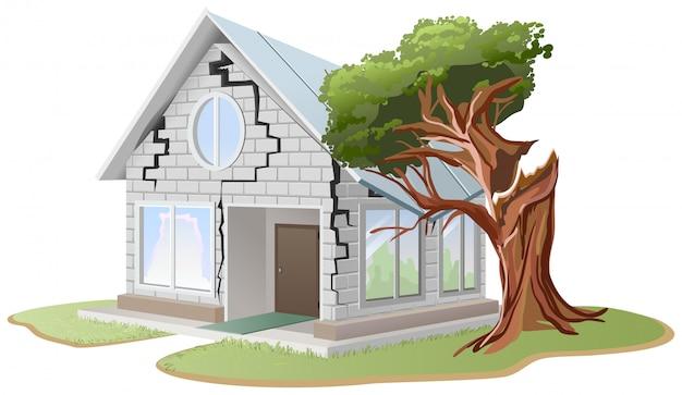 Crepa nel muro di mattoni della casa. l'albero è caduto in casa. l'albero si è rotto a casa