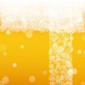 Sfondo di birra artigianale. spruzzata di birra chiara. schiuma dell'oktoberfest. io d'oro