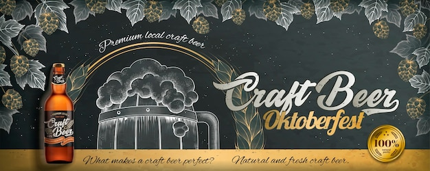 Pubblicità in stile incisione di birra artigianale per l'oktoberfest su lavagna, luppolo e botte disegnati da gesso