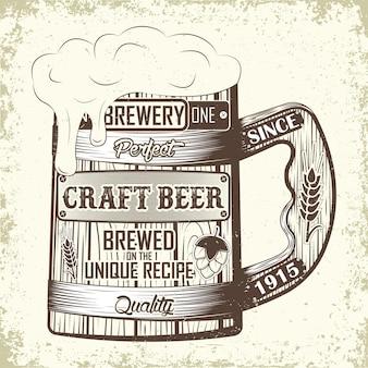 Emblema di tipografia di birra artigianale con boccale di birra in legno