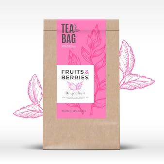 Sacchetto di carta artigianale con etichetta del tè alla frutta e ai frutti di bosco.