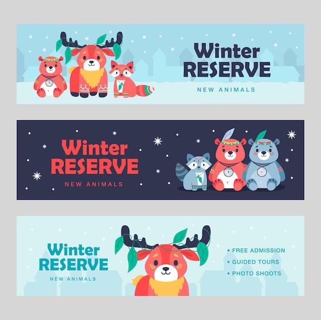 Disegni di banner creativi con animali che indossano acchiappasogni. opuscoli vivaci per hotel invernale