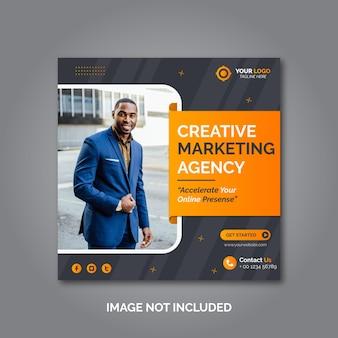 Modello di post sui social media di marketing aziendale creativo Vettore Premium