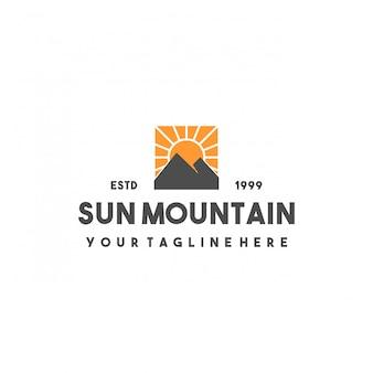 Design creativo del logo della montagna del sole