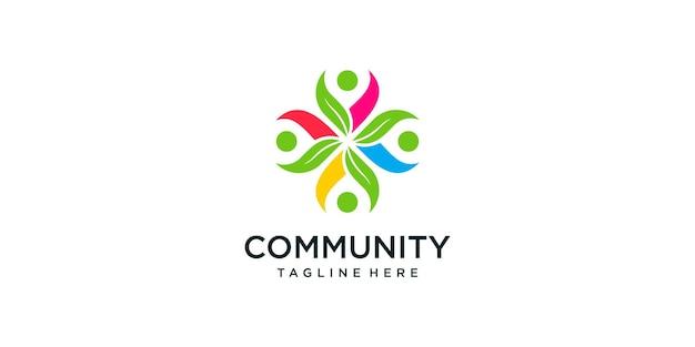Il team creativo lavora con la combinazione di foglie e il design del logo della comunità del concetto umano