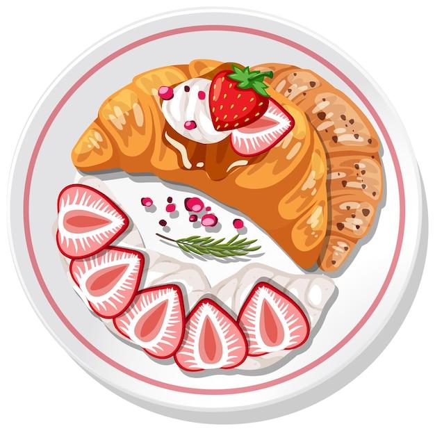 Croissant con topping di fragole e panna su un piatto isolato