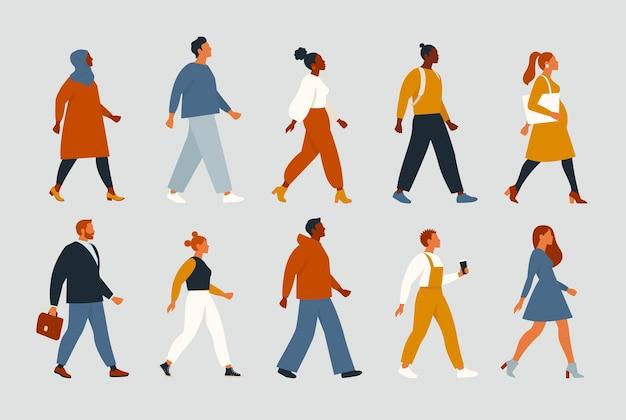 Folla di giovani e anziani uomini e donne in abiti alla moda hipster
