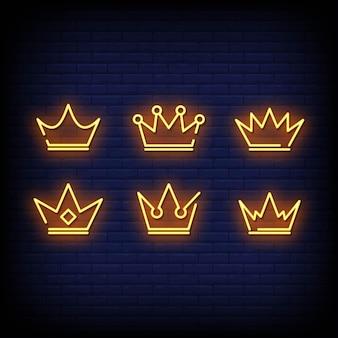Insegna al neon di corone sul muro di mattoni