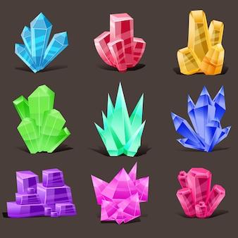 Set di cristalli. diverse forme e colori.