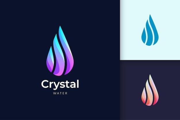 Logo dell'acqua cristallina per il marchio di bellezza e cosmetici