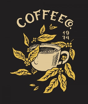Tazza di caffè con foglie. logo ed emblema per negozio. fave e chicchi di cacao. distintivo retrò vintage. modelli per t-shirt, tipografia o insegne. schizzo inciso disegnato a mano.