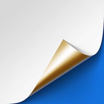Angolo dorato metallico arricciato di carta bianca