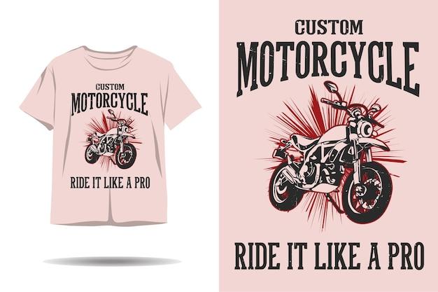 Motocicletta personalizzata guidala come un design di t-shirt professionale