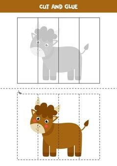 Taglia e incolla gioco per bambini con toro carino. pratica di taglio per bambini in età prescolare.