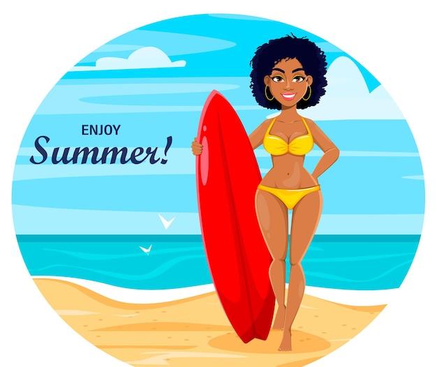 Personaggio dei cartoni animati carino afroamericano ragazza surf in piedi sulla spiaggia