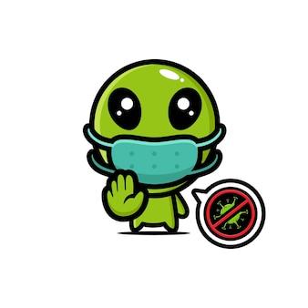Simpatico alieno che indossa una maschera con posa ferma virus