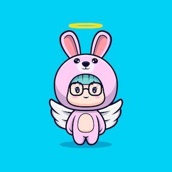 Ragazza carina angelo che indossa il costume da coniglio
