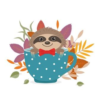 Simpatico personaggio animale bradipo è seduto in una tazza sullo sfondo delle foglie autunnali.