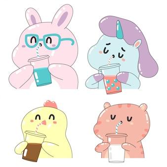 Simpatici animali che bevono frullati, caffè, tè con bolle e personaggi dei cartoni animati del latte messi isolati su un fondo bianco