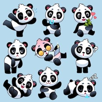 Panda asiatico sveglio in diverse pose Vettore Premium