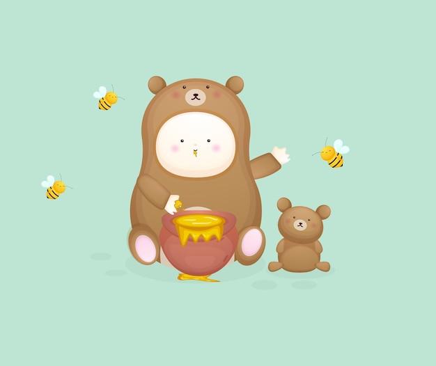 Bambino carino in costume da orso con ape. illustrazione del fumetto della mascotte vettore premium