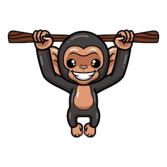 Simpatico cartone animato di scimpanzé bambino appeso al ramo di un albero