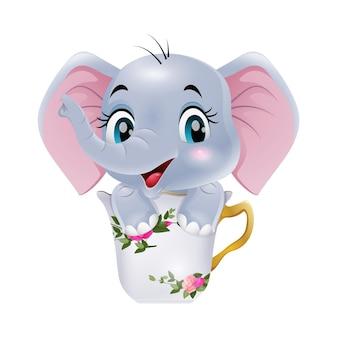 Fumetto sveglio dell'elefante del bambino che si siede nella tazza